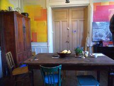 ausgestattet mitschönen alten Möbeln