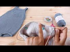 "Knitting Patterns Onesie Tricotar para bebé - ""Fofo Baleia"" - video tutorial parte (baby overall tutorial) Baby Knitting Patterns, Baby Clothes Patterns, Knitting For Kids, Free Knitting, Knitted Baby Clothes, Knitted Hats, Baby Romper Pattern Free, Diy Crafts Crochet, Baby Overalls"