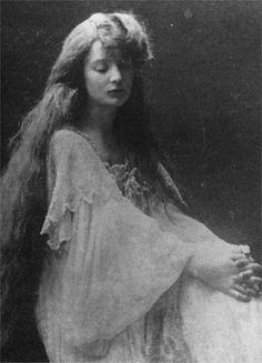 Eva Palmer (1874-1952) was among Colette's closest friends in her youth. She was a ravishing pre-Raphaelite beauty with red hair to her ankles.
