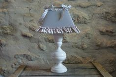 lampe shabby chic grise par Dombreetdelumiere sur Etsy, €50.00