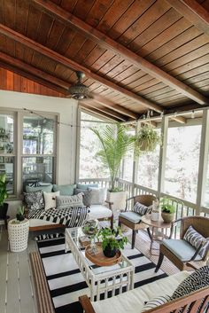 Home Decor For Small Spaces Screen Porch & Outdoor Living Room Makeover - planked ceiling.Home Decor For Small Spaces Screen Porch & Outdoor Living Room Makeover - planked ceiling. Patio Interior, Home Interior, Interior Plants, Interior Design, Design Patio, House Design, Garden Design, Covered Patio Design, Landscape Design