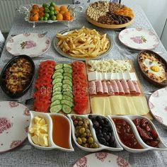 Very nice. Desserts and recipes that are beautiful from each other, with video, on our page of super Breakfast Presentation, Food Presentation, Breakfast Platter, Turkish Breakfast, Breakfast Bread Recipes, Brunch Buffet, Food Platters, Food Decoration, Turkish Recipes