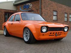 .Back to the good ole MK1 Escort!   And this one looks a real Beauty!