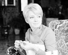 Rita Pavone e il lavoro a maglia Actresses, People, Portrait, Home, Celebs, Musica, Female Actresses, People Illustration, Folk