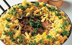 Farspandekage Savner du en opskrift på en lækker og anderledes hovedret? Så prøv en farspandekage. Pandekagen af hakket svinekød suppleret af velsmagende smørdampede grønsager.