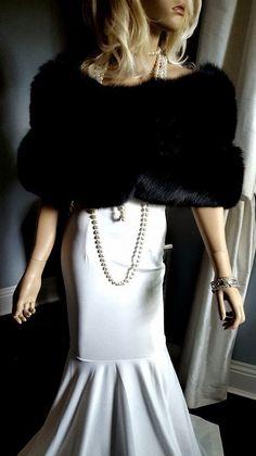 Shop vintage furs for your winter wonderland photos, rustic fall wedding or luxury fur wardrobe! At LUXURYVINTAGEGIRL. Vintage Fox, Vintage Bridal, Vintage Girls, Vintage Black, Winter Wedding Fur, Winter Bride, Fall Wedding, Dream Wedding, Bridal Bolero
