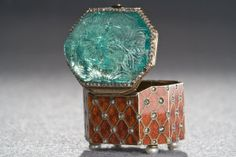 Gem-Set Enamelled Gold Box with Carved Emerald Cover, Emerald Mughal, India,18th century, Box Russia 19th century  - In the collection of the Museum of Islamic Art, Qatar.