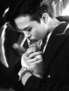 Bigbang 612348880555591883 - G Dragon et un chat summum du cute quoi ! ♥ Source by Miss_Kpop Seungri, Gd Bigbang, G Dragon Cute, G Dragon Top, Bigbang G Dragon, Choi Seung Hyun, Wattpad, K Pop, Fanfiction