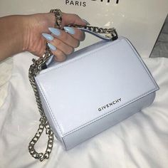 f68281fbf661 Bolsas Givenchy, Givenchy Bags, Luxury Bags, Luxury Handbags, Purses And  Handbags,