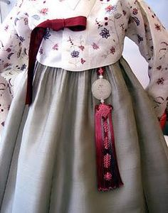 Norigae 노리개 Hanbok 한복 KOREAN TRADITIONAL DRESS & ACCESSORY