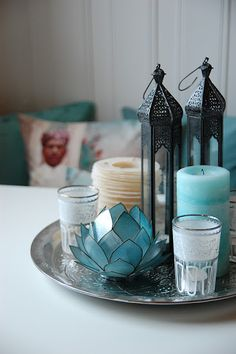 whippethjemmet: Global chic plate.. With rattan plate , lantern, lotus candle holder, candles