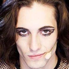 I look di Damiano e dei Maneskin - Make up Damiano dei Maneskin Freedom Life, Bad Boys, Singers, Roman, Crushes, David, Icons, Queen, Makeup