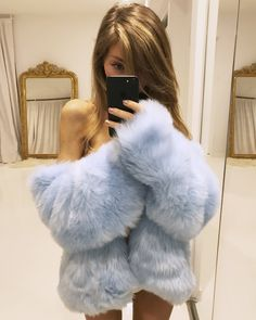 Oh I fell in love ❤️❤️❤️ Chinchilla, Gros Pull Mohair, Knit Fashion, Womens Fashion, Fabulous Fox, Fox Fur Coat, Fur Coats, Spring Outfits Women, Fake Fur