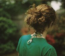 Inspiring picture back, curly hair, girl, green, messy hair, shoulders. Resolution: 500x331 px. Find the picture to your taste!
