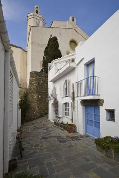 Cadaques Spain, Barcelona, Terrace, Contrast, Blue And White, Mansions, House Styles, Spring, Places