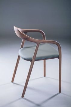 The character of the Neva chair derives from the poetics of the wave, suggested by the continuous line that moves from the front leg to the arm and...