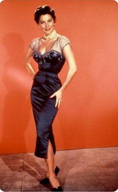 "Ava Gardner en ""La Condesa Descalza"" (The Barefoot Contessa), 1954 Old Hollywood Actresses, Old Hollywood Style, Hollywood Icons, Old Hollywood Glamour, Vintage Hollywood, Hollywood Stars, Classic Hollywood, Glamour Hollywoodien, Robes Glamour"