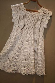Fabulous Crochet a Little Black Crochet Dress Ideas. Georgeous Crochet a Little Black Crochet Dress Ideas. Mode Crochet, Crochet Girls, Crochet Woman, Crochet For Kids, Crochet Tunic Pattern, Crochet Cardigan, Crochet Patterns, Filet Crochet, Crochet Lace