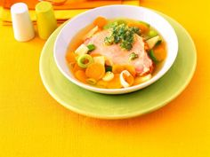 Gemüseeintopf mit Kasseler und Schnittlauch-Pesto ist ein Rezept mit frischen Zutaten aus der Kategorie Kochen. Probieren Sie dieses und weitere Rezepte von EAT SMARTER!
