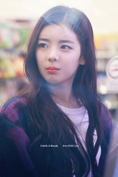 Find images and videos about itzy and lia on We Heart It - the app to get lost in what you love. Kpop Girl Groups, Korean Girl Groups, Kpop Girls, K Pop, Fandom, New Girl, K Idols, Korean Singer, South Korean Girls