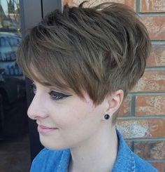 50 Short Choppy Hair Ideas for 2020 Hair Adviser - Kurz haare Short Choppy Haircuts, Stacked Haircuts, Pixie Haircuts, Choppy Bangs, Curling Thick Hair, Short Sassy Hair, Short Wavy, Short Cuts, Short Pixie Hair