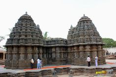 Western (left) and Southern (right) Shikharas (Peaks or Towers) of Keshava Temple, Somanathapura, Mysore district, One of the finest of Hoysala style architectures, near #Mysore, #Karnataka, #India   #Somanathapura #Somnathpur #Somanathpur #Somanathapur #Architecture #incredibleindia #Travels #Temples #templesofindia #Trayaan #Historical #Monuments #MonumentsOfIndia #Hoysala #HoysalaTemples #HoysalaArchitecture