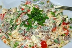 Еще больше рецептов здесь https://plus.google.com/116534260894270112373/posts  Очень вкусный салат  Ингредиенты: 0,5кг. говядины 3-4 свежих помидора 2-3 маринованных огурца 3-4 картофелины 150гр. сыра майонез пучок петрушки соль, перец  Приготовление:  Говядину варить в подсоленной воде 1,5-2 часа чтобы была мягкой. Картофель отварить. Всё нарезаем кубиками и выкладываем слоями: говядину, картофель, соль, перец, майонез, огурцы, сыр, майонез, помидоры, соль, перец, майонез, немного сыра и…
