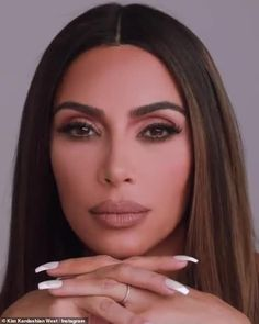Kim Kardashian spends Labor Day holiday studying contracts law in preparation to take the bar exam Kim Kardashian Nails, Kim Kardashian Eyebrows, Kim Kardashian Wedding, Estilo Kardashian, Kim Kardashian Makeup Looks, Kardashian Style, Kim Makeup, Beauty Makeup, Bridal Makeup