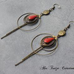 Bijou créateur - boucles d'oreilles créoles bronze antiques breloques estampes feuilles et sequins émaillés taupe et rouge vermillon
