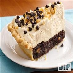 Mile High Peanut Butter Brownie Pie - Creamy peanut butter filling tops a brownie layer, all in a flaky pie crust. Peanut Butter Filling, Peanut Butter Brownies, Peanut Butter Chips, Peanut Butter Recipes, Almond Butter, Just Desserts, Delicious Desserts, Yummy Food, Dessert