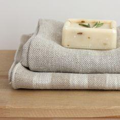 Handtücher - Leinen Badetuch 100x148 cm gestreift grau beige - ein Designerstück von varvarahome bei DaWanda
