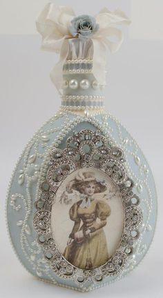 Best ideas for shabby chic diy projects decoupage altered bottles Wine Bottle Art, Diy Bottle, Glass Bottle Crafts, Bottle Lamps, Antique Perfume Bottles, Old Bottles, Vintage Bottles, Glass Bottles, Shabby Chic Kunst