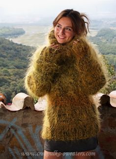Thick Sweaters, Sweaters For Women, Gros Pull Mohair, Red T, Angora Sweater, Catsuit, Sweater Outfits, Jumpers, Cool Pictures