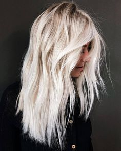 hair inspiration winter Rooted Cold Blonde We have chosen the most popular hair colors for you to rock this winter. Add some rich hue to your natural tone and everyone will love the way you look. Blonde Balayage Highlights, Hair Color Balayage, Ombre Hair Color, Cool Hair Color, Blond Hair Colors, White Highlights, Haircolor, Platinum Blonde Hair Color, White Blonde Hair