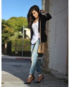 Boyfriend jeans and blazer Blazer Jeans, Ripped Jeans, What Is Fashion, Fashion Looks, Spring Summer Fashion, Autumn Winter Fashion, Fall Winter, Fashion Killa, Fashion Trends