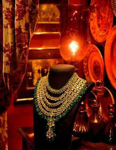 By Kishandas & Co. for Sabyasachi. Bridelan - Personal shopper, stylist & luxury consultants for Indian/NRI weddings, website www.bridelan.com #polki #polkinecklace #weddingnecklace #jadaunecklace #bridalnecklace #uncutdiamondspolkinecklace #diamondpolkijewellery #traditionalindianjewellery #polkibridalset #oversizeduncutdiamonds #bridelan #bridelanIndia #personalshopperindia #jewelleryshoppingindia #polkiweddingjewellery