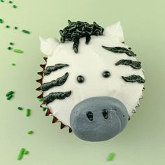 Buttercream Decorated Zebra Cupcake White with black stripes or black with white stripes? Well our Zebra cupcake is white with black stripes. Decorate some Zoo Animal Cupcakes with your friends and family and share your creations with Zebra Cupcakes, Safari Cupcakes, Cupcakes Amor, Animal Cupcakes, Themed Cupcakes, Cupcake Cakes, Zebra Birthday Cakes, Safari Birthday Party, Animal Birthday