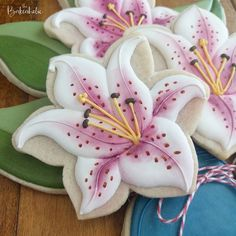 Mother's Day cookie floral bouquets! @thebakeaholic