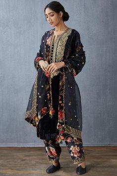Buy Embroidered Silk Velvet Pants by Torani at Aza Fashions Indian Designer Outfits, Designer Dresses, Velvet Dress Designs, Drape Pants, Pakistani Fashion Party Wear, Kurta With Pants, Velvet Color, Embroidery Suits, Pakistan Fashion
