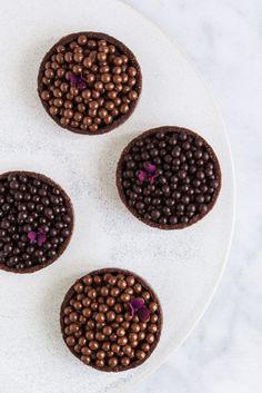 Maja Vase's Brombærtærter med chokoladeperler og brombærganache