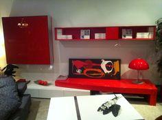 Composición modular en laca blanca y roja alto brillo. Medida aprox. 360 cm.