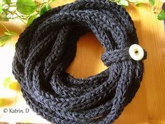 Finger Knitted Scarf ....Schal stricken mit den Fingern - YouTube uses 3 strands and a different stitch than we learned.