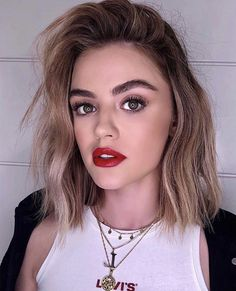 hale short hair Lucy Hale red lipstick and full brow makeup look with short hair and messy waves Lucy Hale Blonde, Lucy Hale Short Hair, Lucy Hale Haircut, Lucy Hale Makeup, Luci Hale, Short Hair Cuts, Short Hair Styles, Short Hair Waves, Lucy Hale Outfits