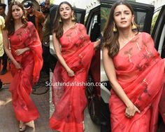 Alia Bhatt visited a Durga Puja pandal wearing a red hand painted organza saree paired with matching sleeveless blouse by Picchika. A pair of statement gold jhumkis by Amrapali, gold kolhapuri wedges and wavy hair rounded out her look! Alia Bhatt Saree, Golden Saree, Pattu Saree Blouse Designs, Banarsi Saree, Sari Design, Fancy Blouse Designs, Stylish Sarees, Dress Indian Style, Elegant Saree