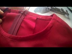 Sewing Lessons, Sewing Hacks, Sewing Tutorials, Dress Neck Designs, Kurti Neck Designs, Kids Frocks Design, Frock Design, Collar Pattern, Designer Dresses