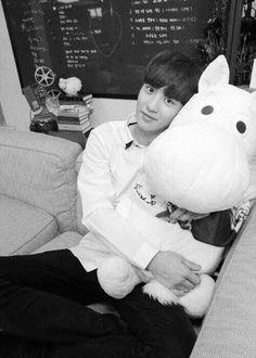 aww so cute Chanyeol Birthday, Dinosaur Stuffed Animal, Snoopy, Toys, Musicals, Animals, Park Chanyeol, Exo K, Fictional Characters