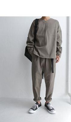 シルエット重視。こなれ大人カジュアル。ベルト付きテーパードパンツ・10月1日20時~再販。「G」##×メール便不可!   サイトTOP,毎週火曜日発売!     antiqua公式サイト Indie Fashion Men, Best Mens Fashion, Grunge Fashion, Korean Fashion, Vans Outfit Men, Outfits With Converse, Look Man, Raining Men, Types Of Fashion Styles