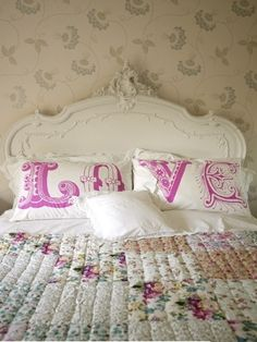 Pretty Shabby Chic Bed Set