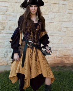Golden Yellow Pixie Skirt Renaissance Pirate Costume by Faire Treasures Pirate Cosplay, Pirate Garb, Pirate Fairy Costume, Diy Pirate Costume For Women, Pirate Jacket, Female Pirate Costume, Costume Renaissance, Renaissance Clothing, Renaissance Skirt