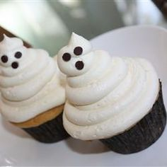 """We ain't afraid of no ghosts—especially when they look at as cute as these! """"Repin"""" if you think friendly ghosts are delicious."""